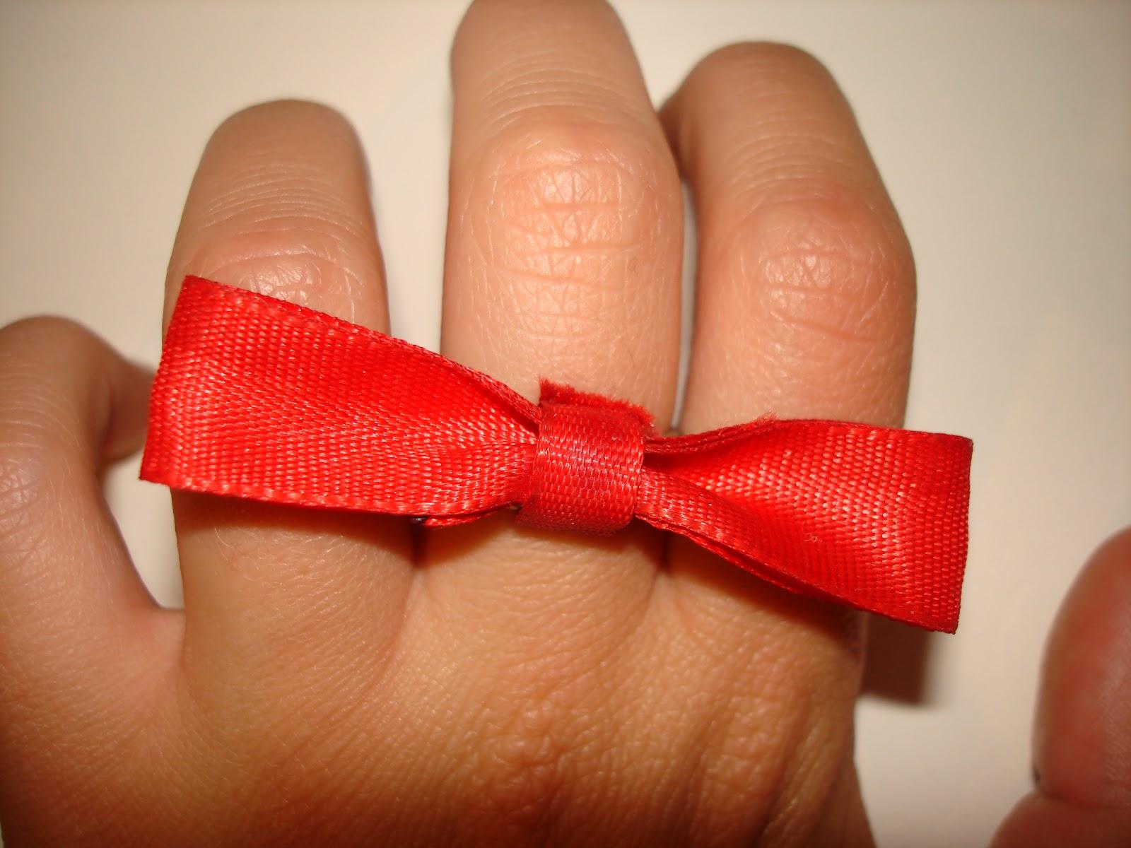 kipattant egy piros foltot a kezemen)