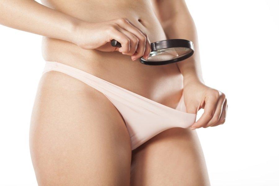 hogyan lehet eltávolítani a vörös foltokat a bikini területén