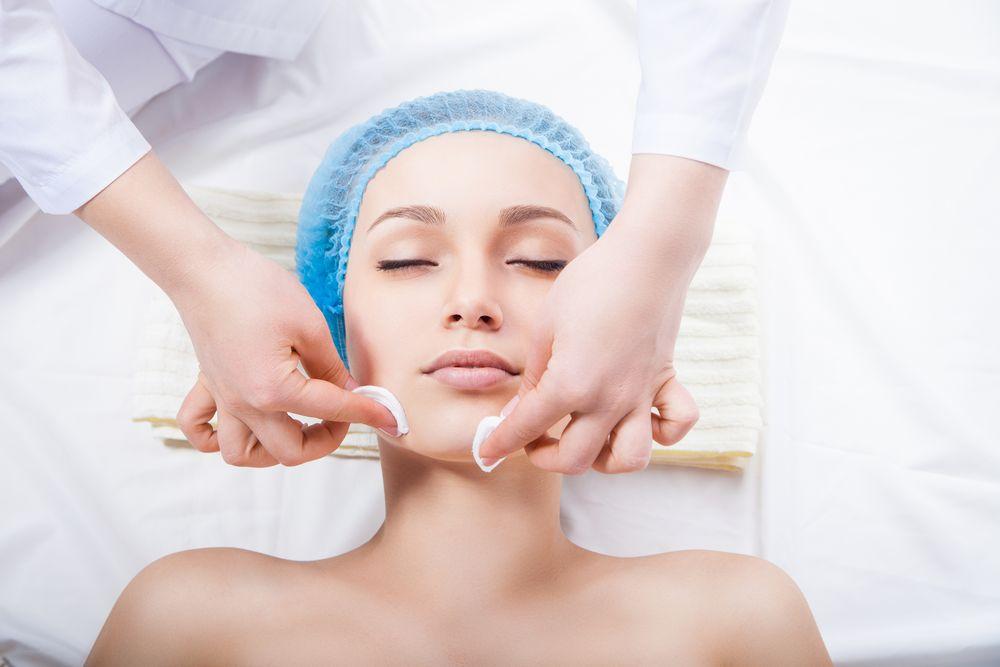 hogyan lehet megszabadulni a vörös foltoktól az arc tisztítása után)