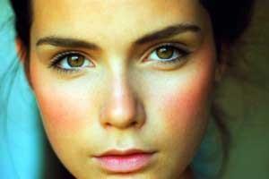 hogyan lehet gyógyítani a pikkelysömör mikor vörös foltok és a test bőrének hámlása
