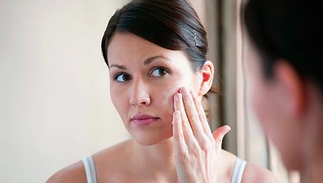 Kerek féreg az arcon A jóindulatú bőrdaganatok